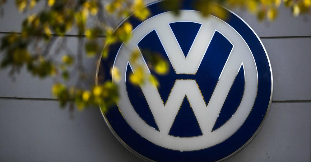 08.10.16 - Volkswagen Logo